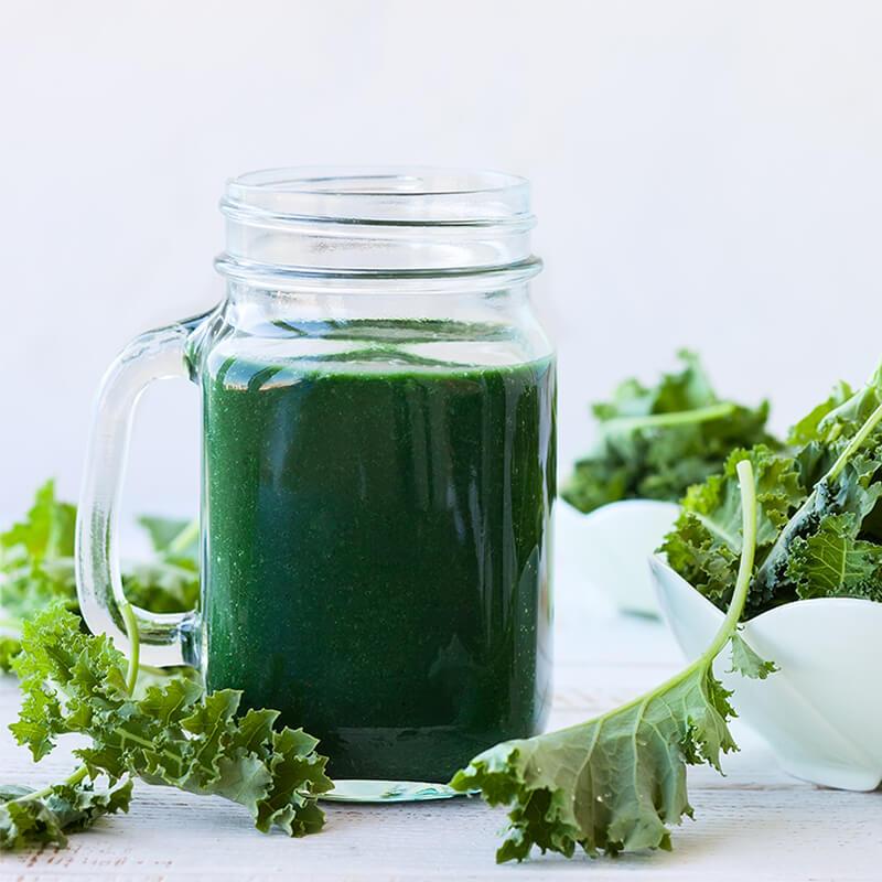 Frisk og økologisk Grønkål i Grønkål Detox Smoothie