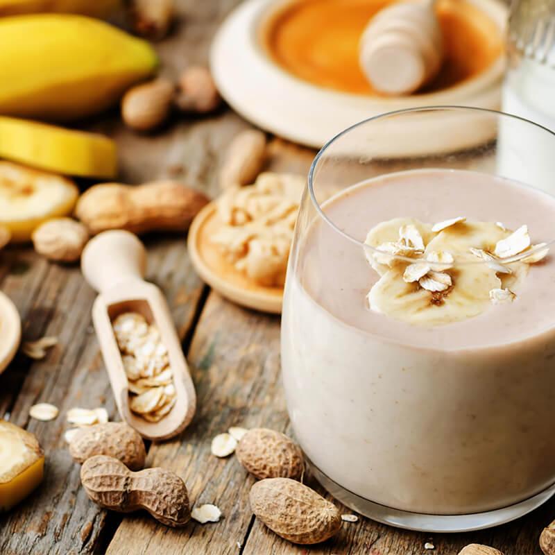 Banan Peanut Butter Smoothie med Havregryn, Honning og Mælk