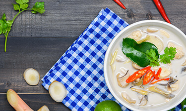 Kyllingesuppe Med Kokos Thai madopskrift - Tom Kha Gai