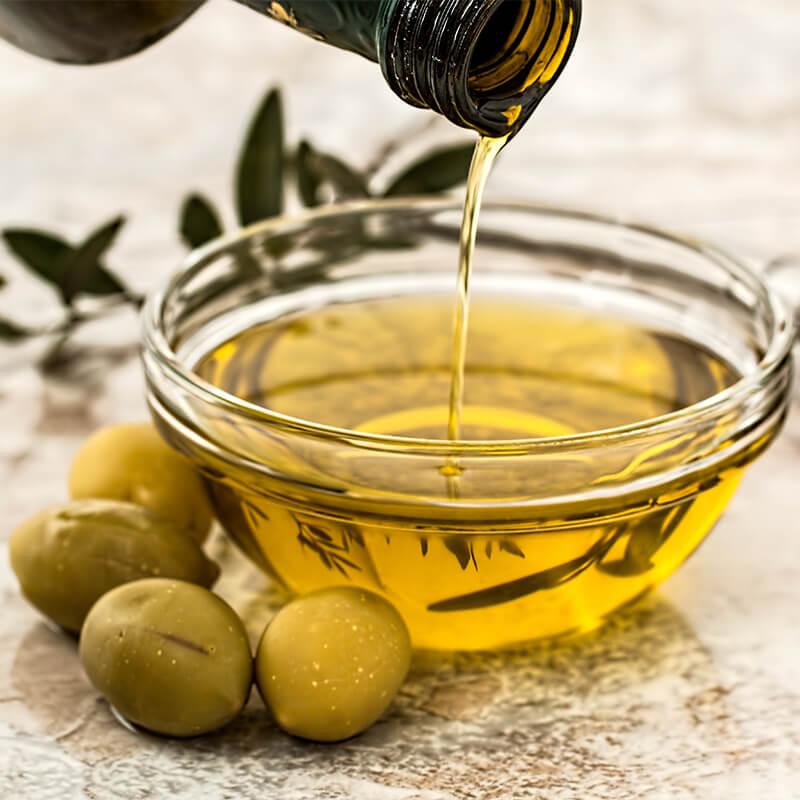Olivenolie i Basilikum i Italiensk Pesto Pasta Opskrift