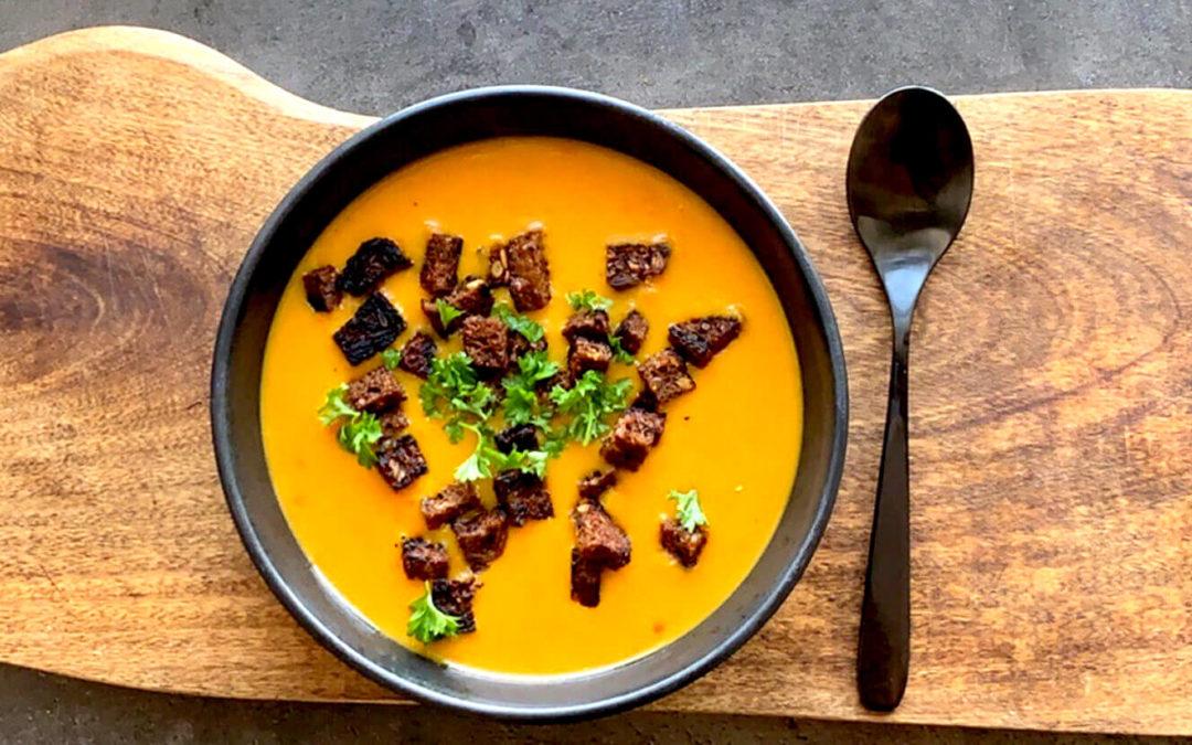 Hokkaido suppe med rugbrøds topping